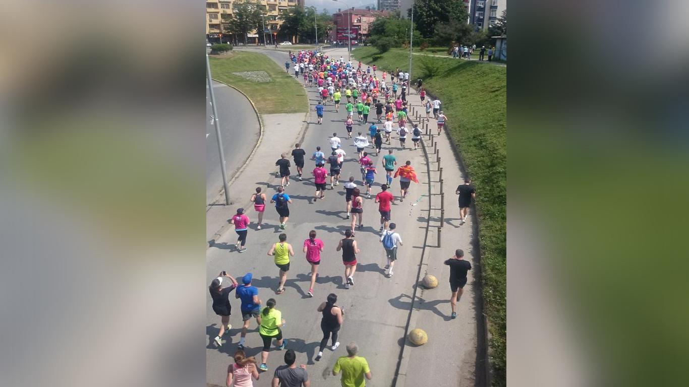 ФОТОГАЛЕРИЈА: Почесен круг на маратонците во чест на загинатите бранители