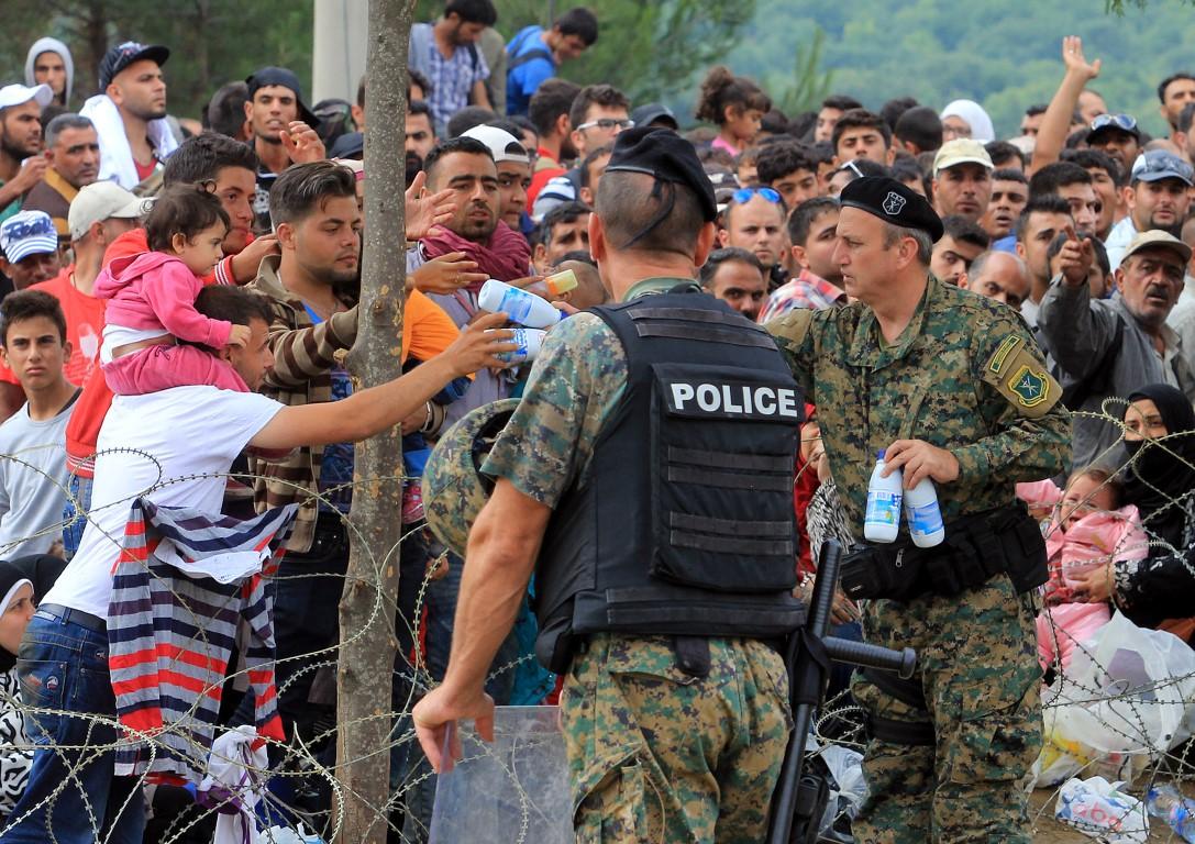 МВР: Издадени потврди на 42.421 мигрант