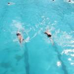 """ФОТОГАЛЕРИЈА: Скопјани викендов уживаа на базенот """"Аеродром""""!"""