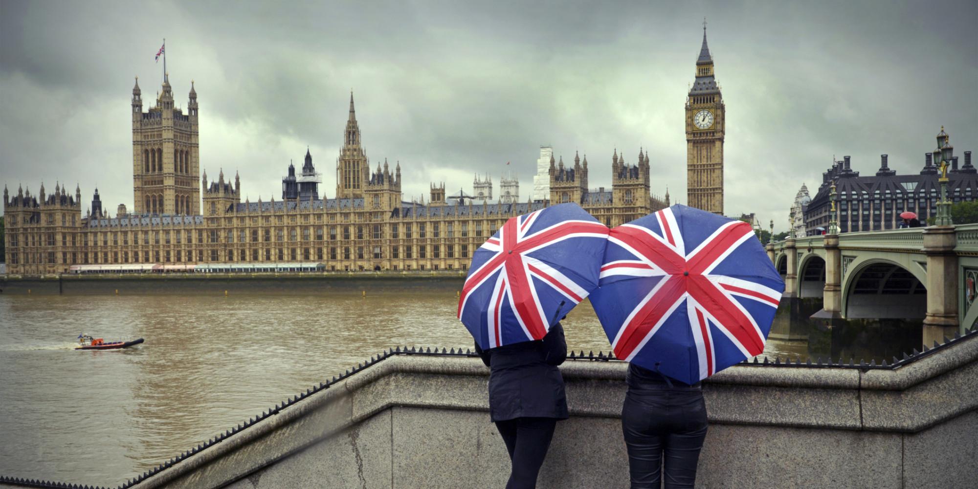 Британците трошат пет месеци од животот зборувајќи за времето