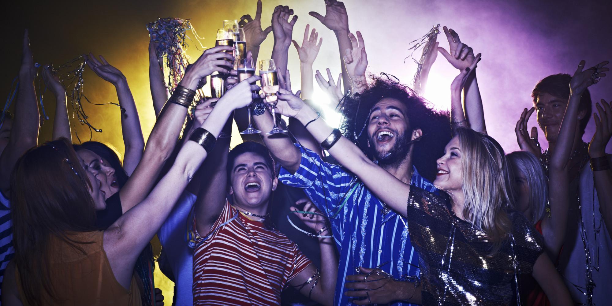 Пријателите кои заедно пијат имат поцврсти, поблиски и потрајни односи