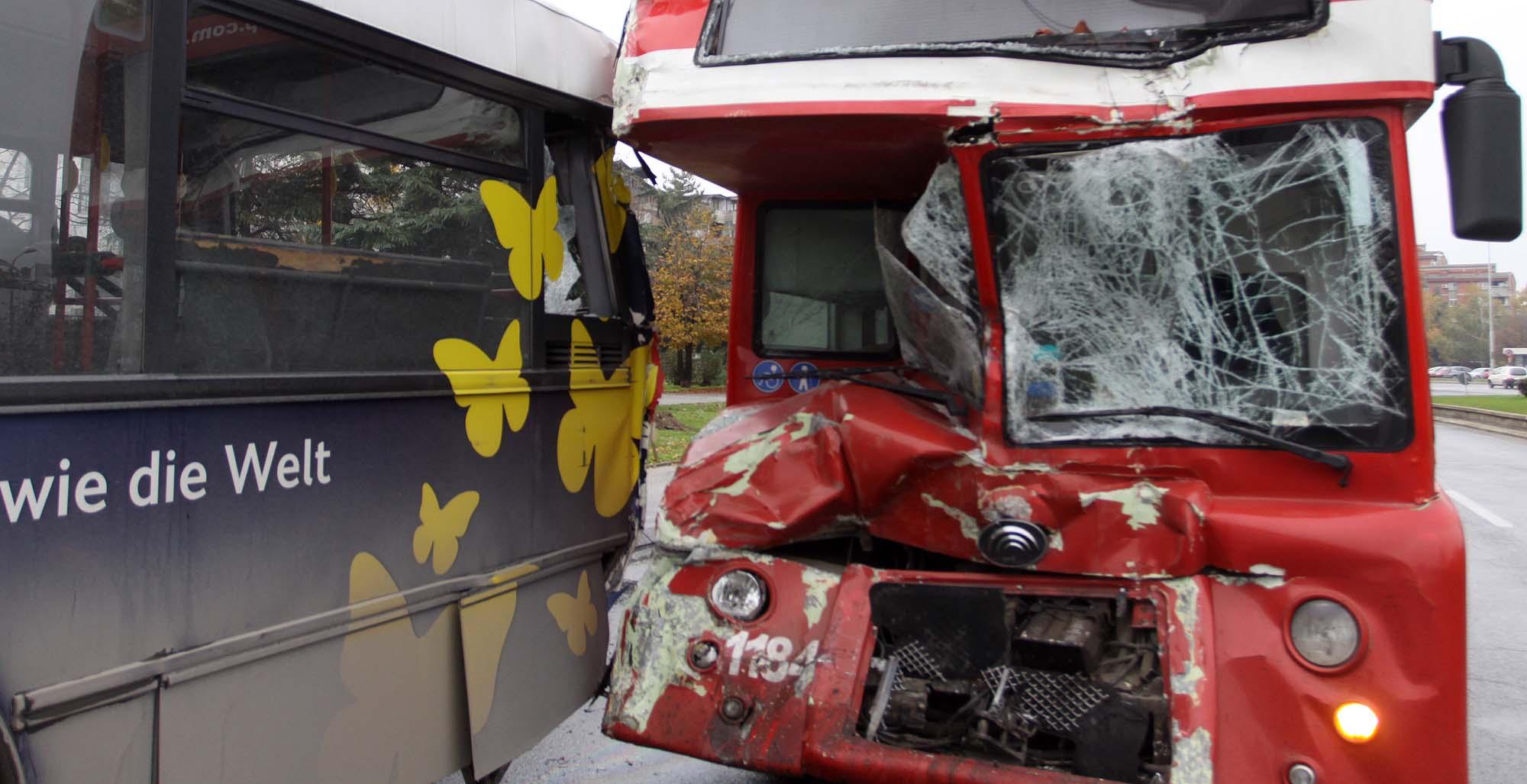 """Десетина повредени во сообраќајката кај """"Три бисери"""""""