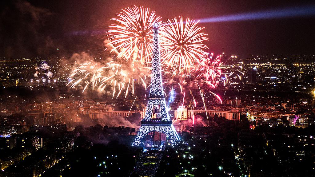 Париз: Поради страв од паника дочекот на Нова година без огномет