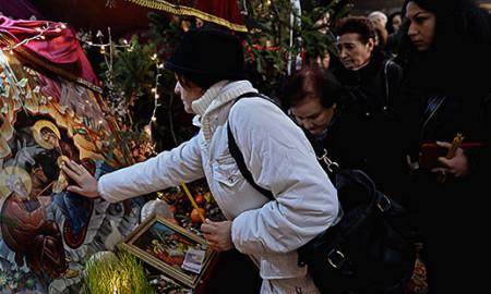 Православните христијани го слават Бадник