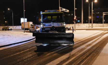 Фрлени 280 тони сол на улиците во Скопје