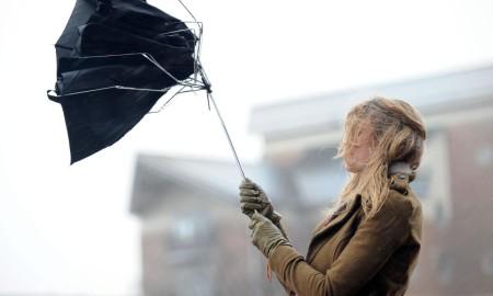 ВНИМАВАЈТЕ: Вечерва и утре ќе дува засилен ветер до 90 км/час
