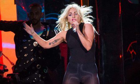 """ИЗНЕНАДУВАЊЕ НА """"КОАЧЕЛА"""": Слушнете го новиот хит на Лејди Гага (ВИДЕО)"""