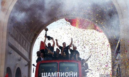 СПЕКТАКУЛАРЕН ДОЧЕК: Шампионите на Вардар пристигнаа во Скопје (ФОТОГАЛЕРИЈА)