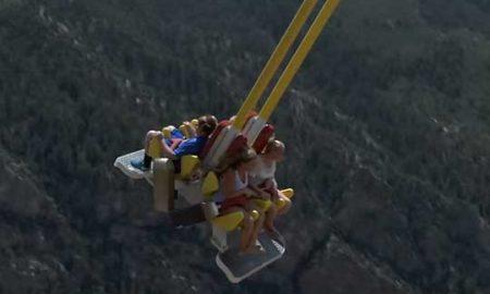 Дали би се нишале на 400 метри височина? (ВИДЕО)