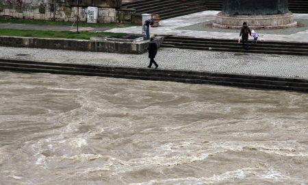 Дождот и натаму го зголемува водостојот на реките