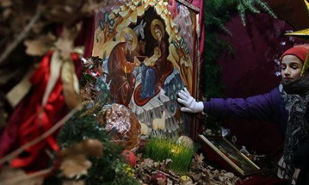 Православните христијани утре го слават Бадник, задутре Божик