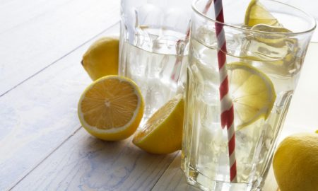 Шест додатоци на водата кои го подобруваат варењето