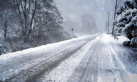Сообраќајот отежнат, одрони и забрани за камиони на дел од патиштата