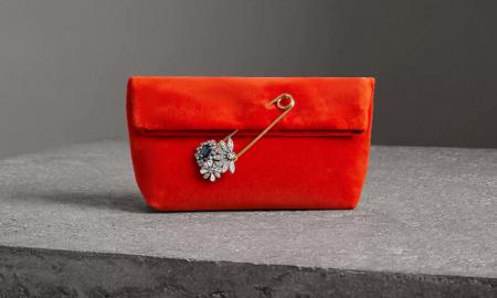 Нова Барбери чанта во минималистичко руво