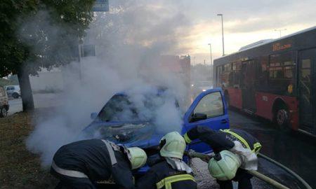 """Се запали возило на кружниот тек кај хотел """"Континентал"""" во Скопје (видео)"""