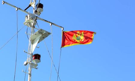 Казна и до 2.000 евра за тие кои нема да стојат при интонирање на црногорската химна